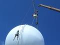 ciao-darwin-allestimento-e-gestione-prova-coraggio-aerea-concorrenti-su-sfera-sospesa-a-40-m-altezza-2
