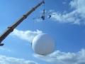 ciao-darwin-allestimento-e-gestione-prova-coraggio-aerea-concorrenti-su-sfera-sospesa-a-40-m-altezza